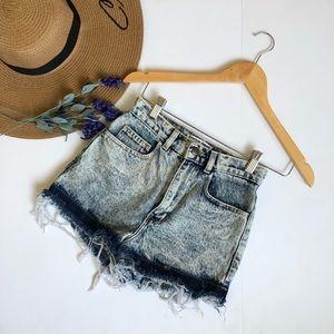 AMERICAN APPAREL Acid wash frayed jean shorts
